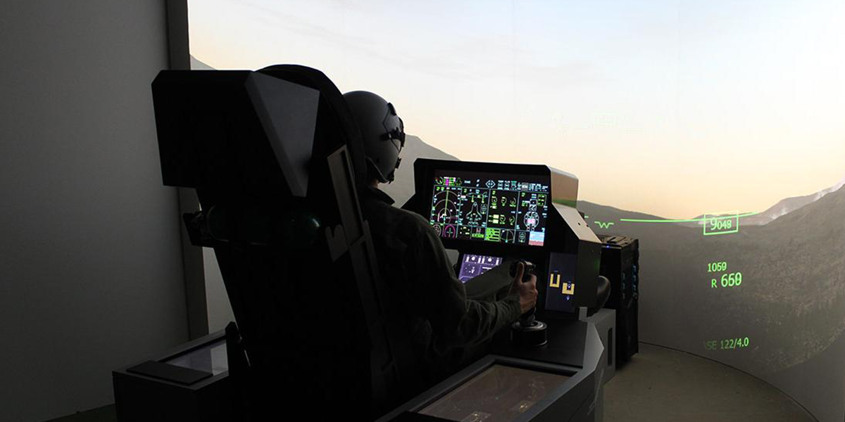 F-35-simulator-fully-equipped-with-cockpit