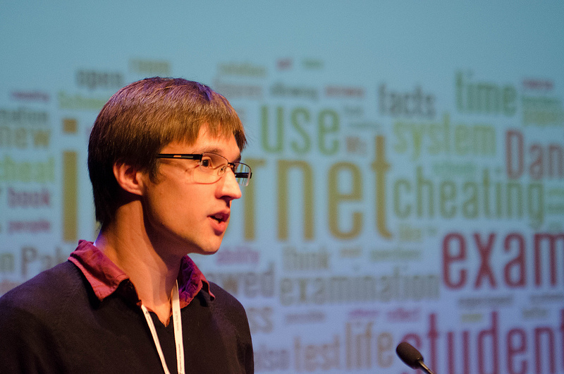Simon Knight, presenting on 'Search in Context' (photo by Martin Risseeuw)